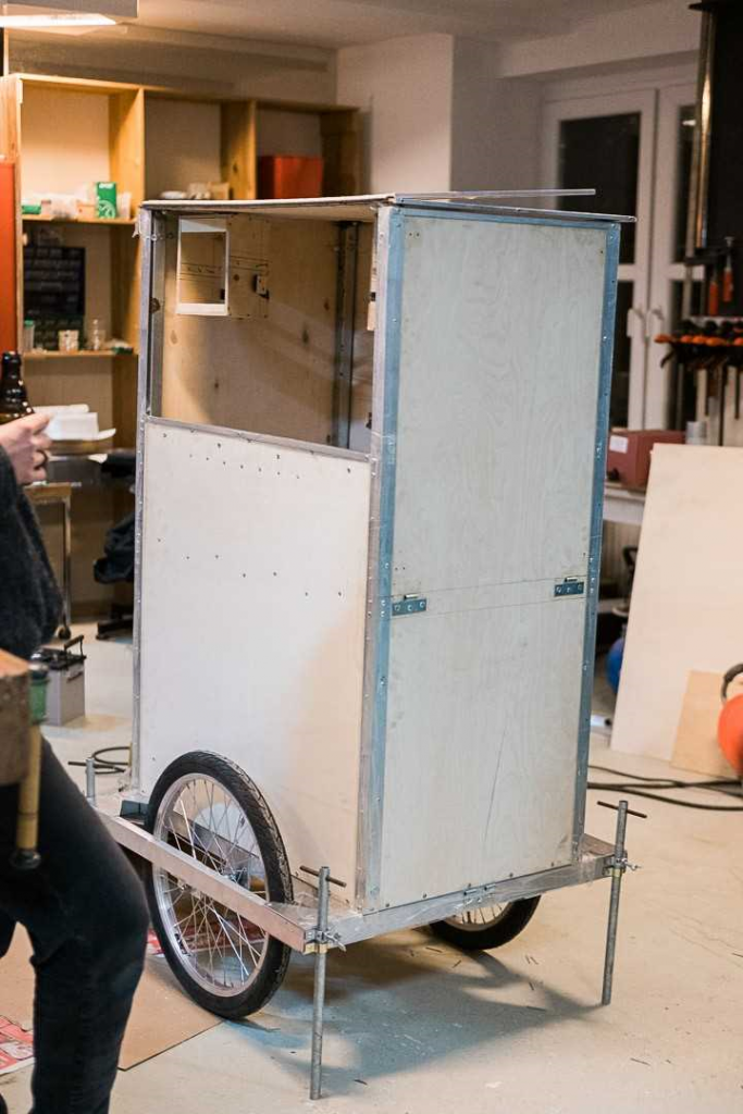 Der Rohbau des Mobils steht in der Werkstatt.