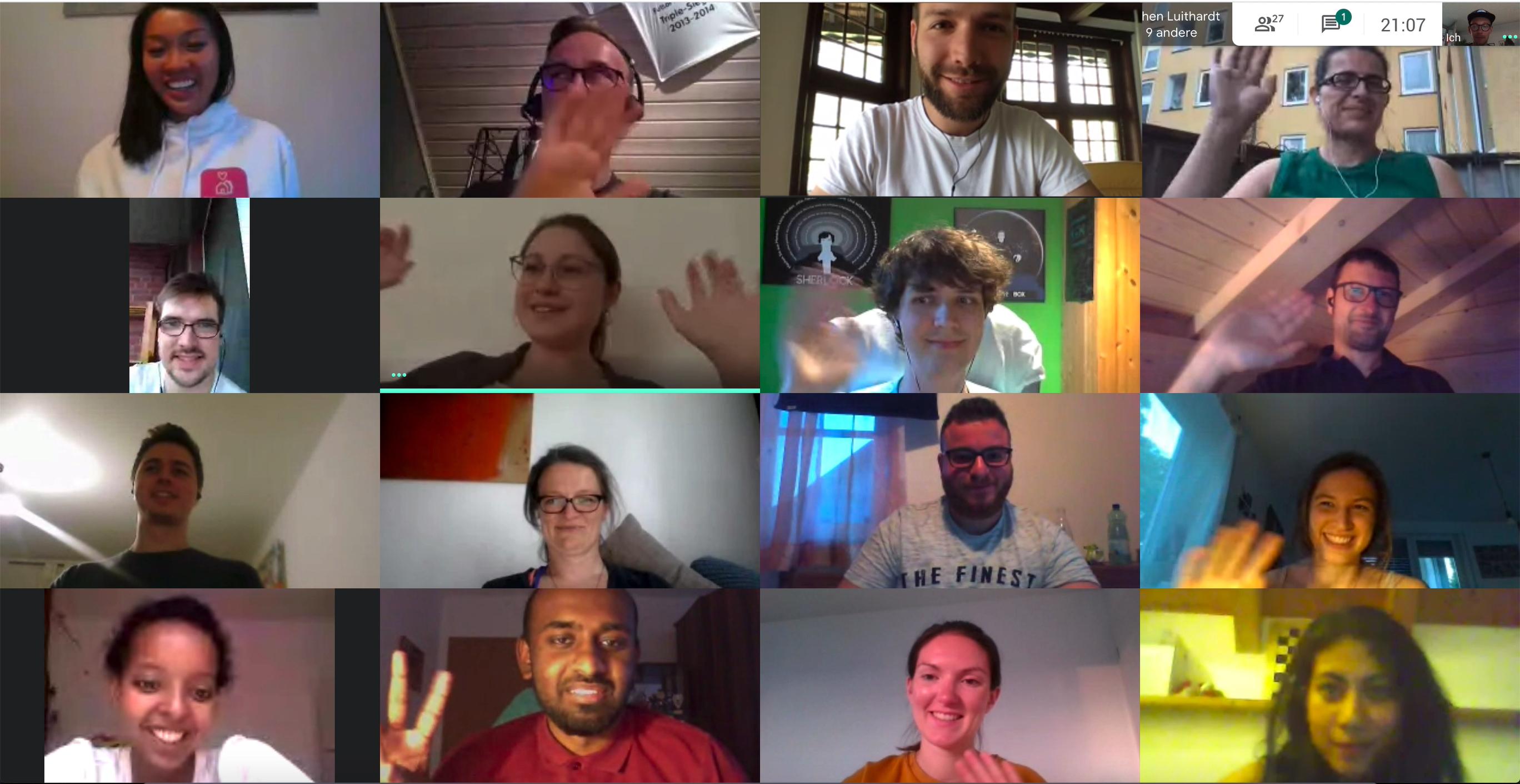 Screenshot des Entwicklerteams in einem Videotelefonat.