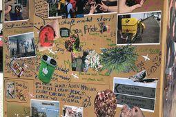 """Nahaufnahme """"Kubus der Solidarität"""". Neben Fotos von Straßenschildern, Mülleimern und Post-Fahrrädern wurde auf die Wand geschrieben. ZB Gay Pride, Gemeinschaft macht stark oder Man kann nicht machen, was man will."""