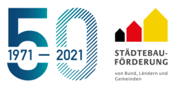"""Logo der Städtebauförderung mit daneben einer blauen """"50"""" und den Zahlen 1971-2021 für 50 Jahre Städtebauförderung"""